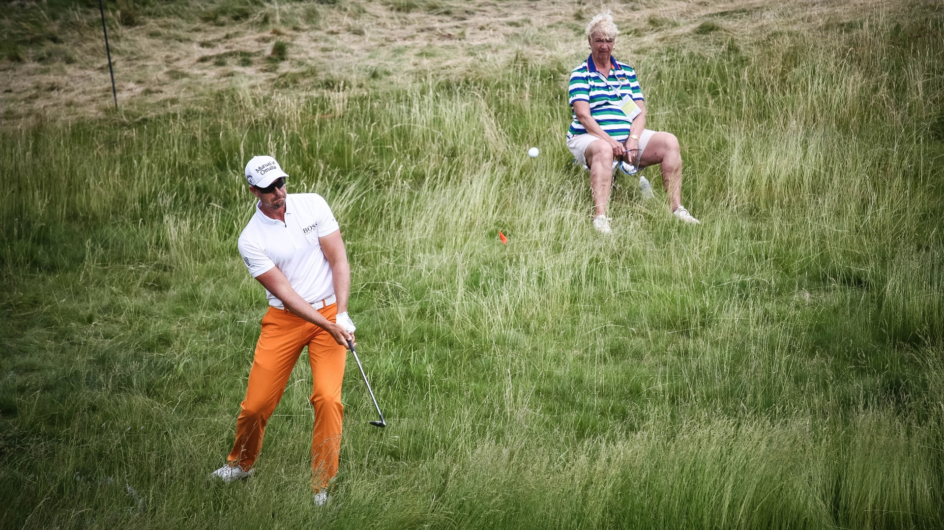 Pro V1 loyalist Henrik Stenson practices his short...